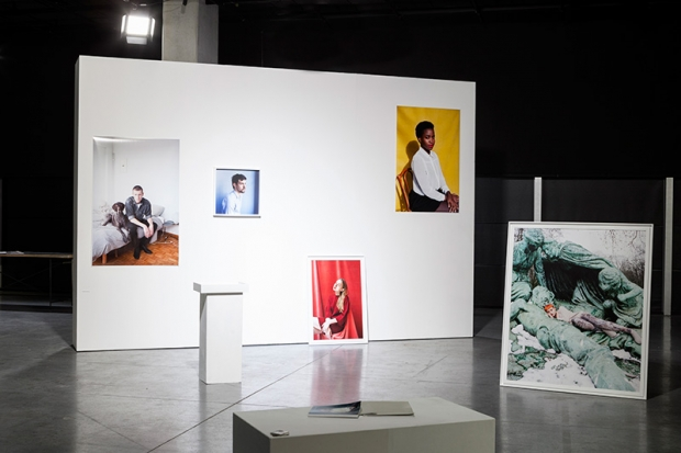 Werk van Sanne Delcroix in de tentoonstelling 'From Where We Stand', foto: Thomas Min